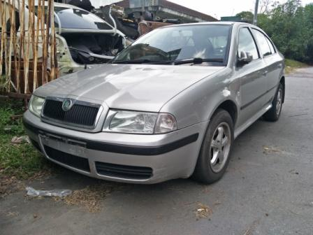 HALFCUT ENGINE BODYPARTS SKODA SCRAP CAR